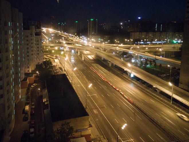 Ночью качество фото заметно снижается, но не критично.