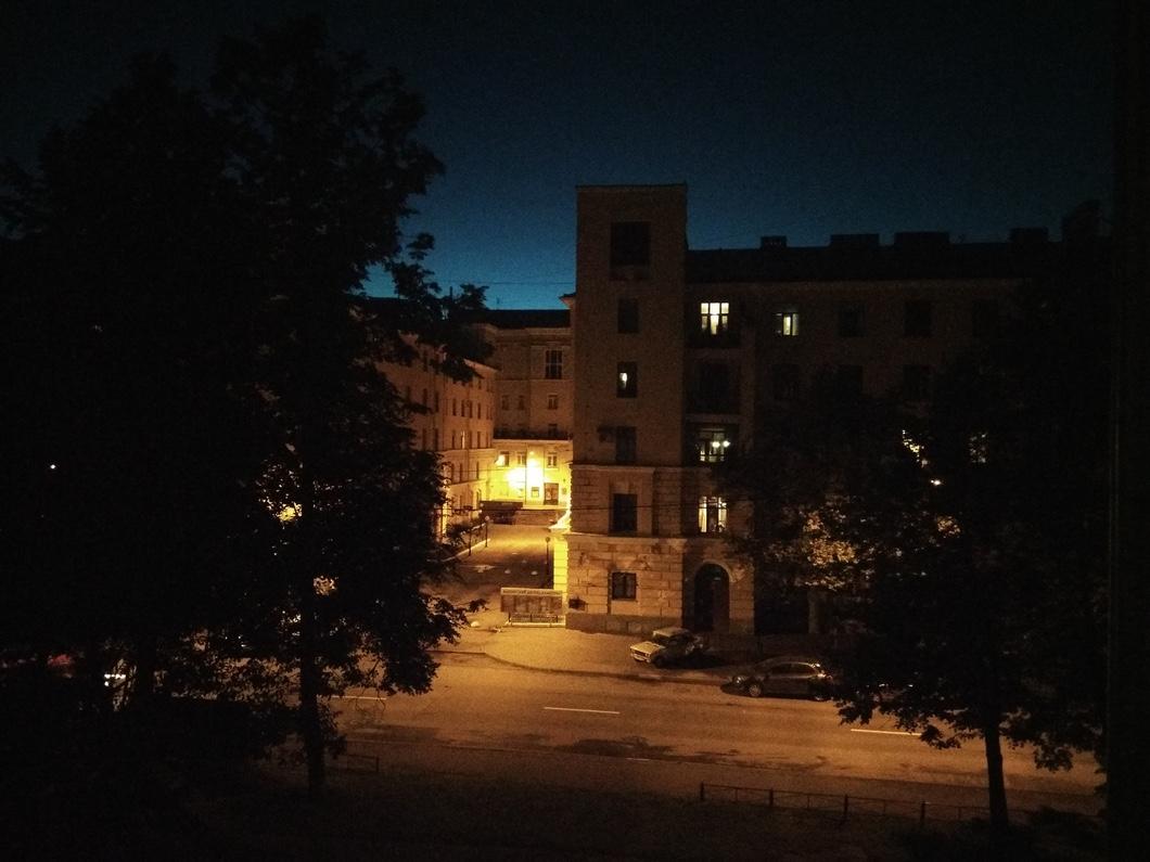 Ночью фотографии уже не могут похвастаться высоким качеством