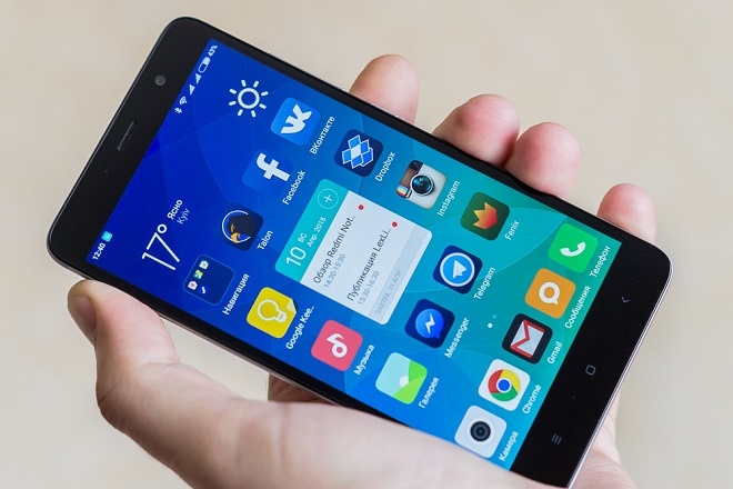 Xiaomi Redmi Note 3 Pro в руке